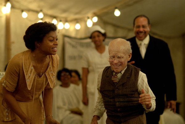 Taraji P. Henson and Brad Pitt in The Curious Case of Benjamin Button
