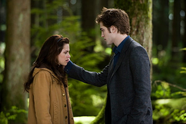 Kristen Stewart and Robert Pattinson in The Twilight Saga: New Moon
