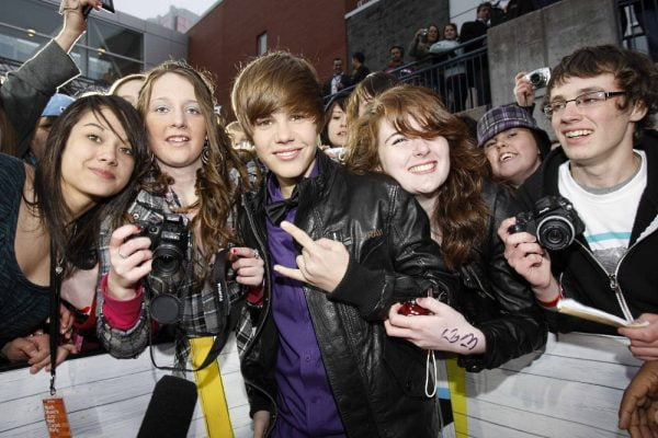 Justin Bieber with his fans on the Juno Awards red carpet