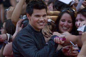 Taylor Lautner greets his fans
