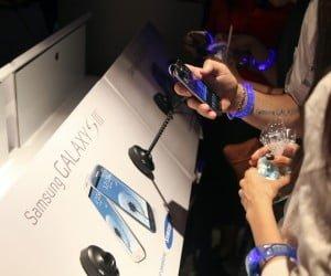 Users test the new Samsung Galaxy SIII