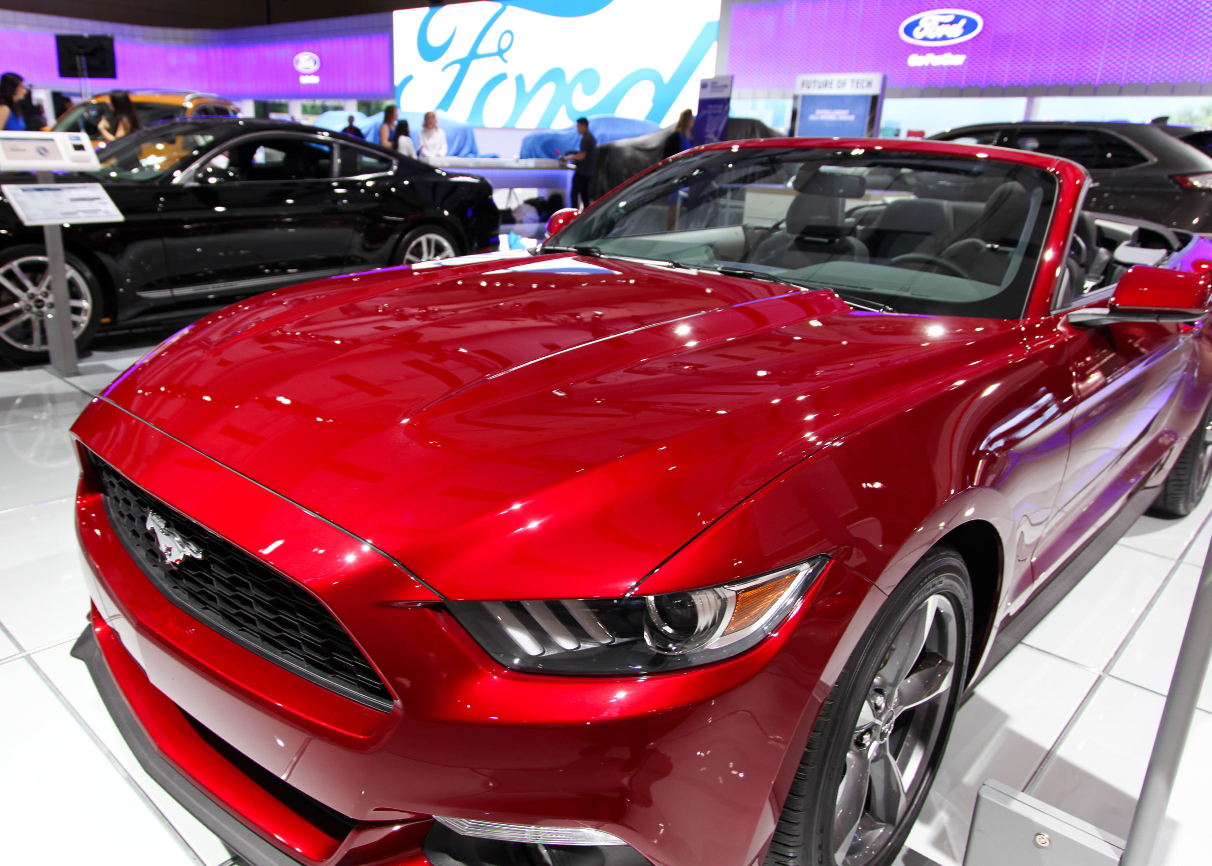 2016 ford mustang v6 convertible the gate. Black Bedroom Furniture Sets. Home Design Ideas